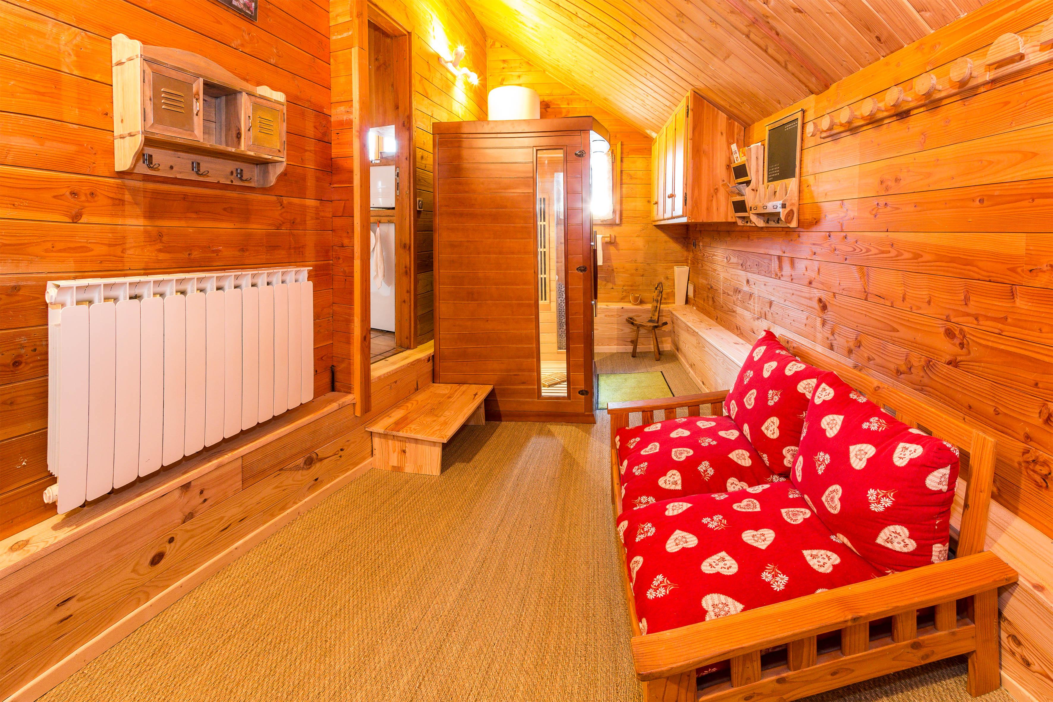 Entrée du Chalet Carpe Diem avec le sauna